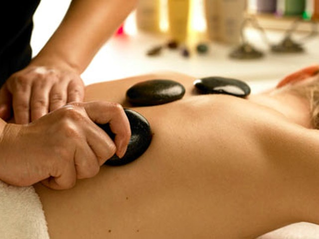 SpaSeekers' Guide to the Hot Stone Massage